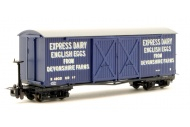 bachmann-393-029-bogie-covered-goods-wagon-express-dairy-company-blue