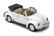 italeri-3709-vw-1303s-beetle-cabriolet-front-right