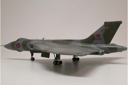 airfix-a50097-avro-vulcan-b-mk2-xh558-vulcan-to-the-sky-gift-set-picture-2
