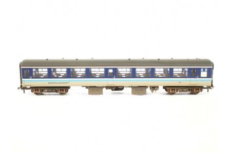 bachmann-39-364-br-mk2a-tso-tourist-second-open-regional-railways-weathered-coach-and-passengers-side