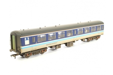 bachmann-39-364-br-mk2a-tso-tourist-second-open-regional-railways-weathered-coach-and-passengers